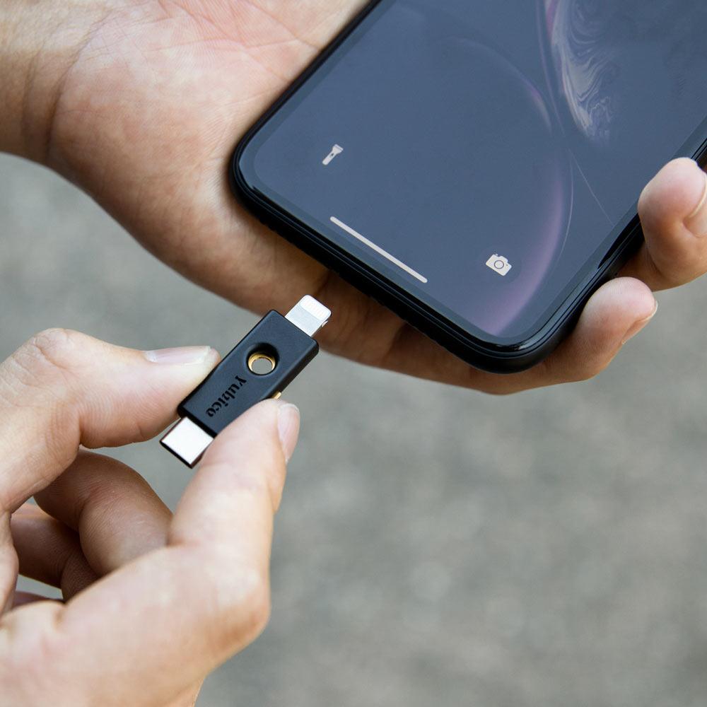 5ci-plugged-iphone-1k.jpg
